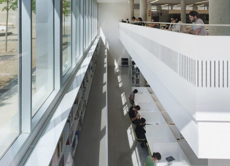 Interior de la Biblioteca de l'Escola Tècnica Superior d'Arquitectura de Barcelona