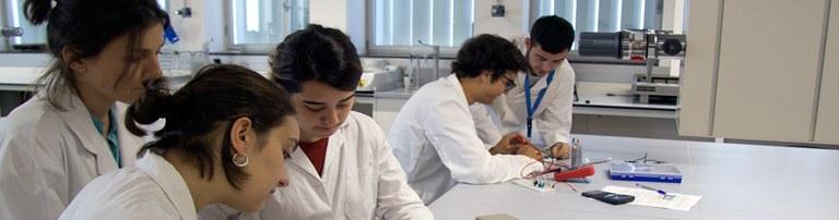 laboratori de química eebe mosaic