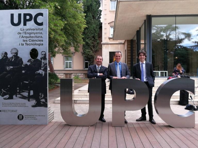 D'esquerra a dreta, rector Torres, ministre Pedro Duque i director associat del BSC Josep Maria Martorell