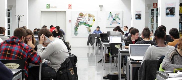 Estudiants_biblioteca