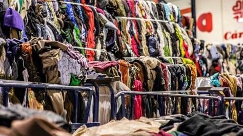 Reutilitzar 1 kg de roba suposa un estalvi equivalent de 25 kg de CO2,  segons un estudi de l'INTEXTER